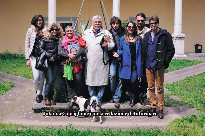 Jolanda Capriglione con la redazione di Informare - Photo credit Antonio Ocone