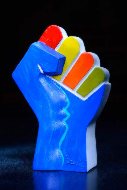 Pugno simbolo dell'Associazione Centro Studi Officina Volturno (editore del Magazine Informare) - autore Nicola Badia