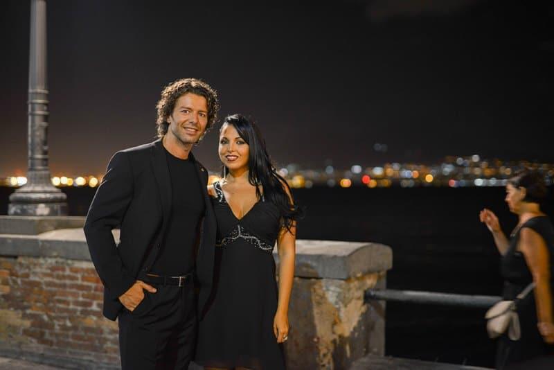 Francesco Testi e Nancy Coppola sul lungomare Caracciolo di Napoli
