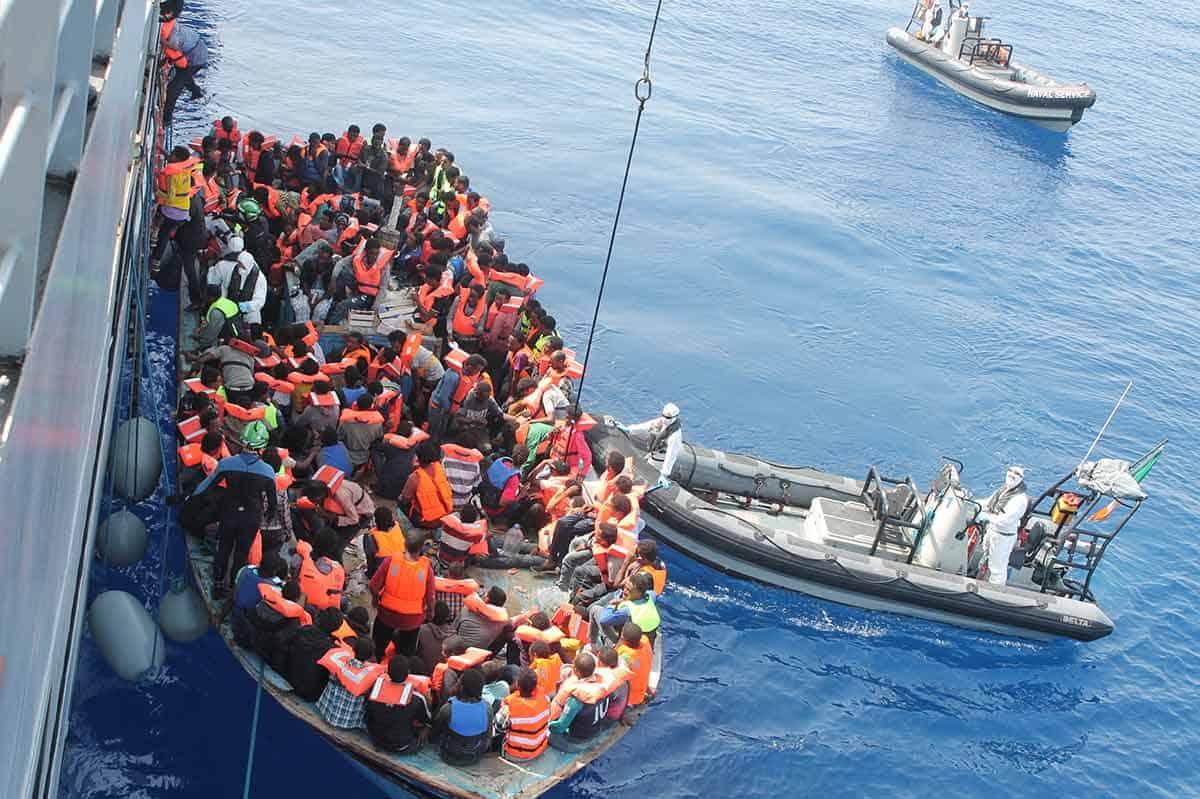 informaroenline-migranti-navi-difesa