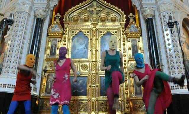 Foto dell'esibizione di Punk Prayer nella Cattedrale di Cristo Salvatore a Mosca
