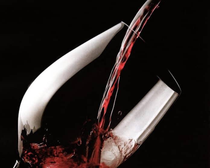 informareonline-i-polifenoli-del-vino-rosso-una-potente-arma-contro-il-coronavirus