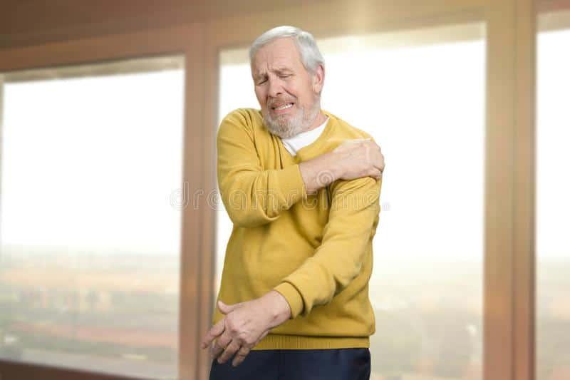 Informareonline-Dolore alla spalla anziano