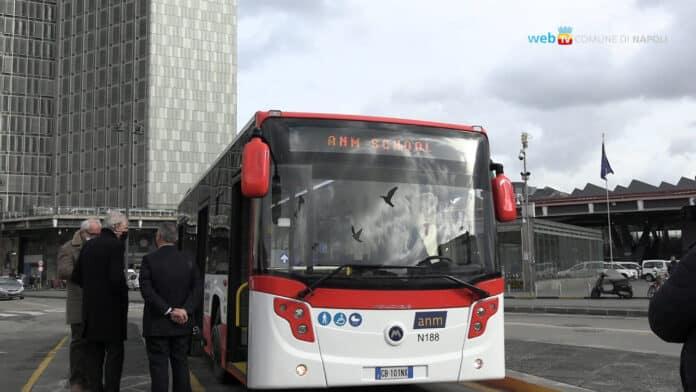 informareonline-Il-comune-di-Napoli-mette-a-disposizione-45-nuovi-autobus-agli-studenti
