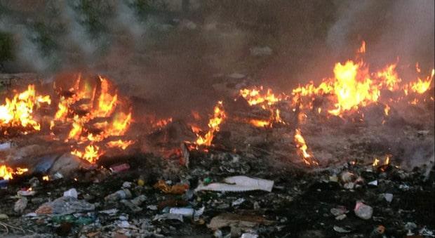 Informareonline-castel-volturno-continua-a-bruciare