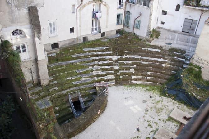 informareonline-lantico-teatro-di-neapolis-i-tesori-nascosti-e-abbandonati