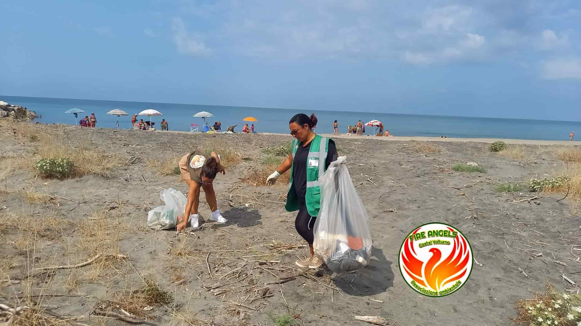 informareonline-fareambiente-e-fire-angels-pulizia-della-spiaggia-libera-di-destra-volturno