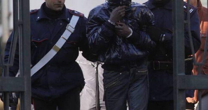 informareonline.com-castel-volturno-pregiudicato-nigeriano-arrestato-per-spaccio-di-stupefacenti