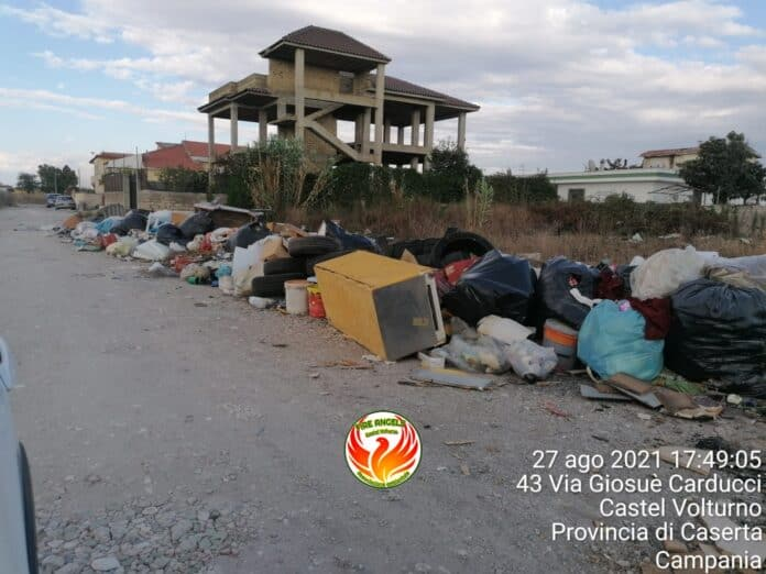 infprmareonline-cumuli-di-rifiuti-abbandonati-a-castel-volturno