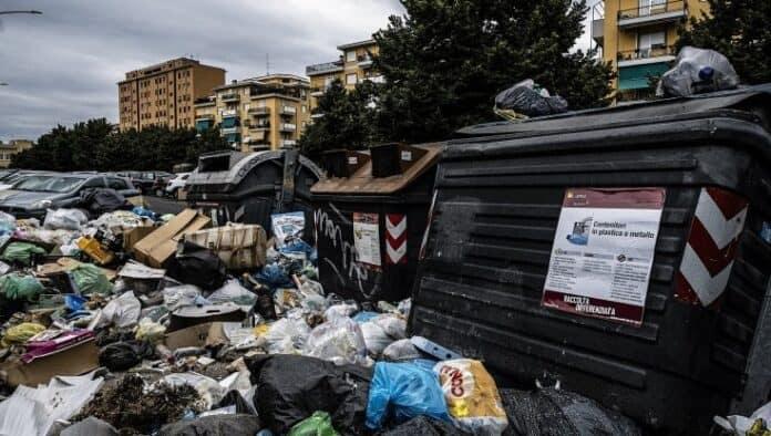 roma-sommersa-dai-rifiuti-napoli-tende-una-mano