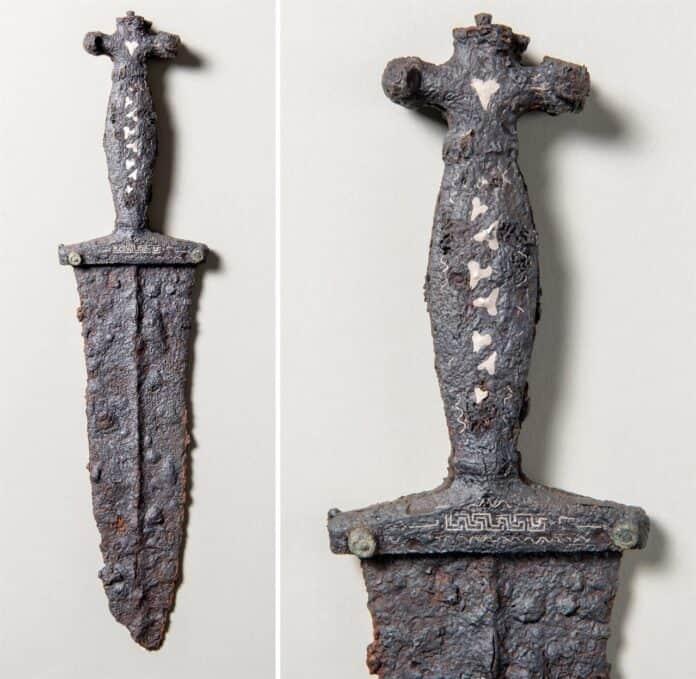 informareonline-archeologia-trovato-in-val-sursette-un-raro-pugnale-romano