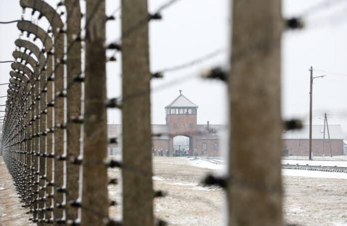 informareonline-baracche-del-campo-nazista-di-auschwitz-birkenau-trovati-graffiti-antisemiti