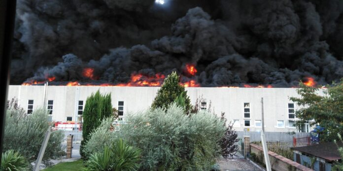 informareonline-incendio-di-vaste-proporzioni-nel-beneventano